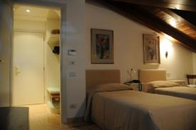 Bed & Breakfast / Pensione AL MELOGRANO - room and breakfast