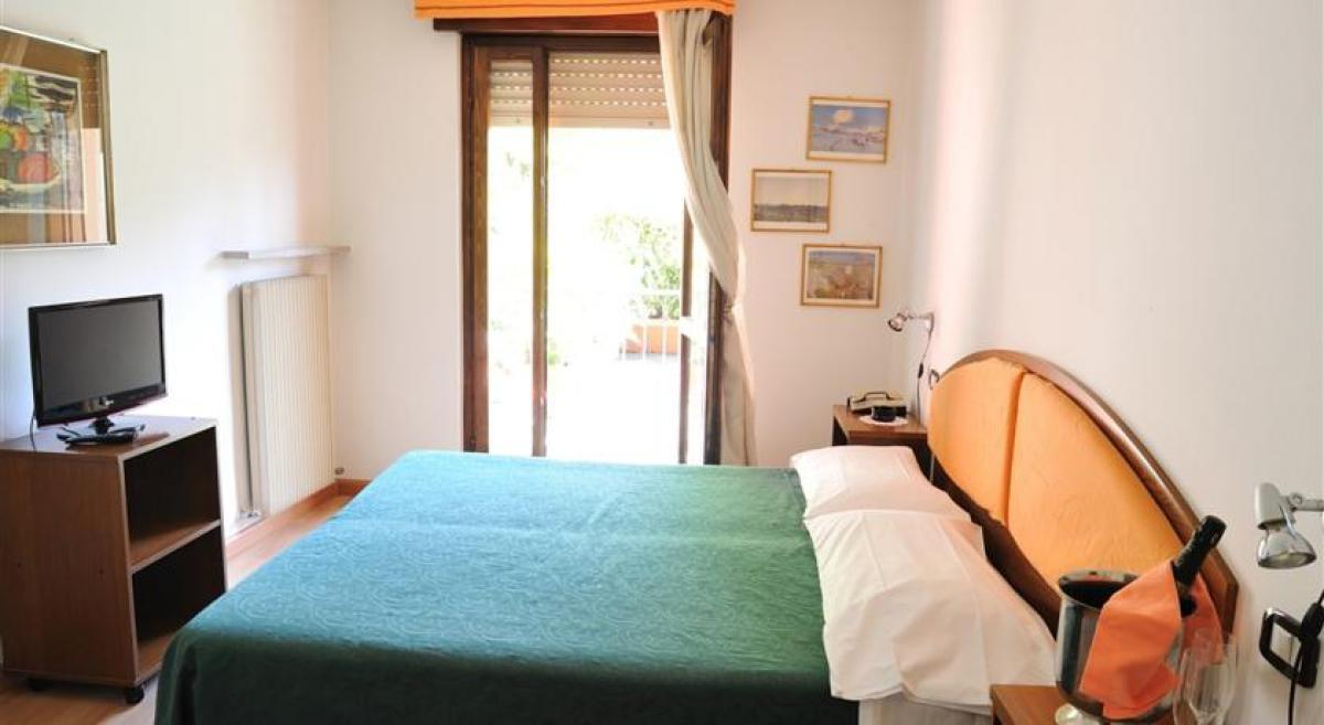 Bed & Breakfast / Pensione Hotel Sole Holiday